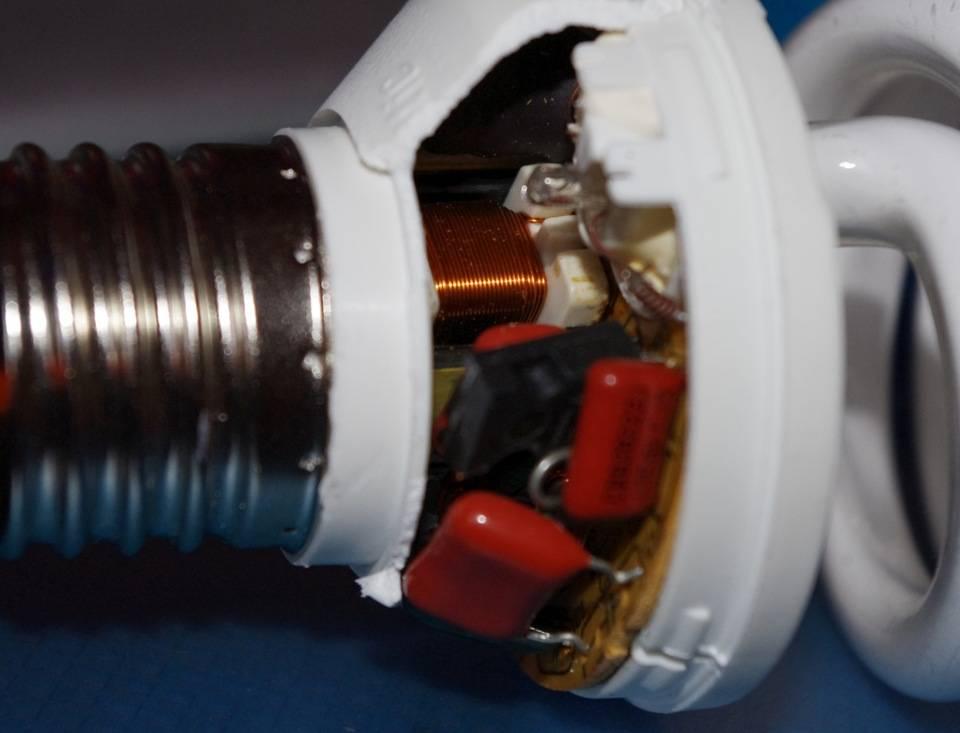 Что делать, если разбилась энергосберегающая лампочка?