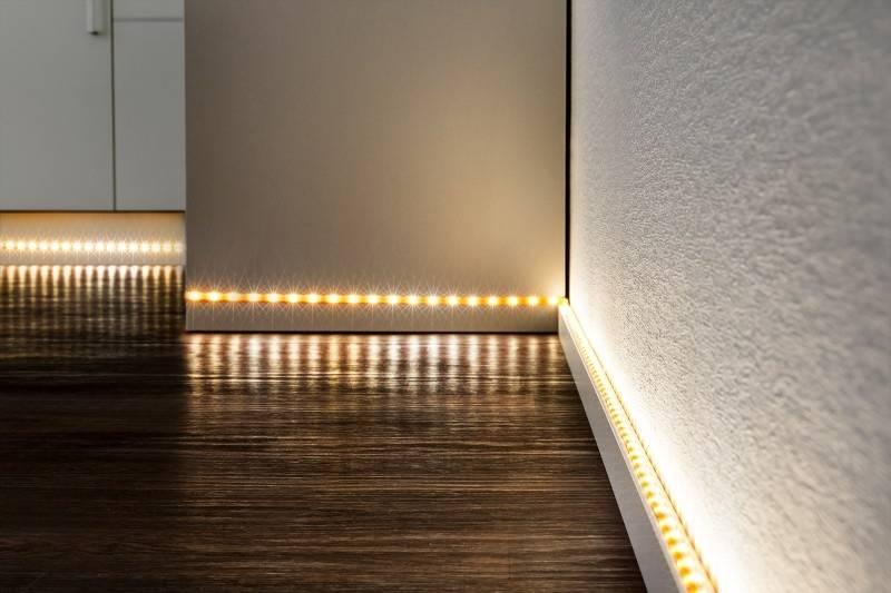 Как установить потолочный плинтус с подсветкой – пошаговое руководство