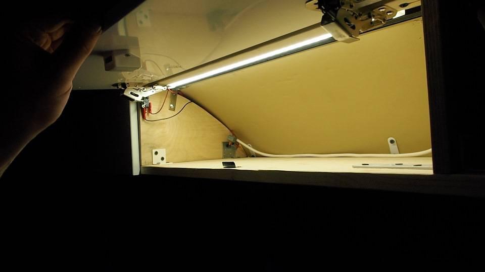 Как сделать освещение шкафа при открывании дверей