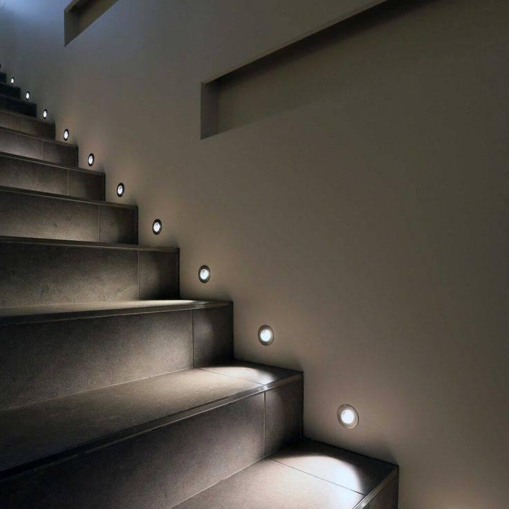 Освещение лестницы в частном доме, как выбрать лампы и осветительные приборы, и как управлять светом - 20 фото