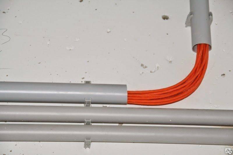 Прокладка кабеля в металлической трубе: правила и особенности