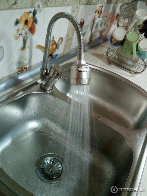 Вода в ванной бьет током — почему и что делать