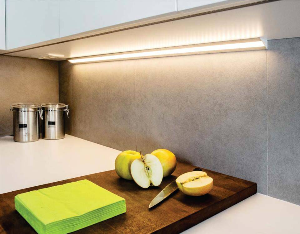 Светодиодные светильники для кухни под шкафы: виды, плюсы и минусы