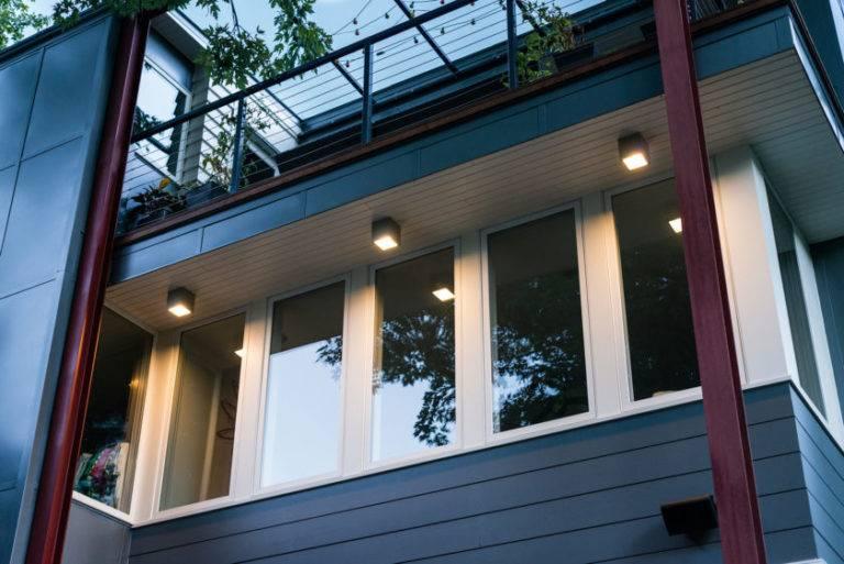 Освещение на балконе - оформляем правильно! 100 фото примеров.