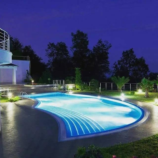 Подводные светильники для бассейна - особенности подводного освещения бассейна светодиодными светильниками, варианты накладных светильников, выбор ламп для них