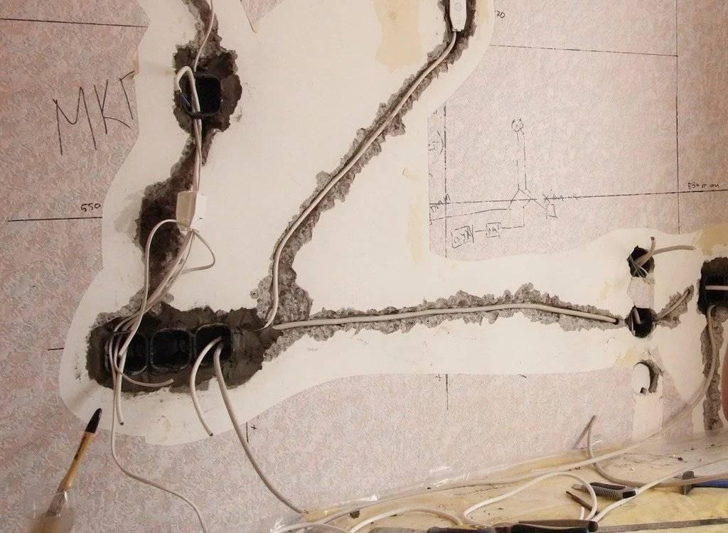 Чем замазать штробу с проводкой в стене: заделать с кабелем в бетоне, заштукатурить в газобетоне с электропроводкой, чем лучше после штробления и укладки