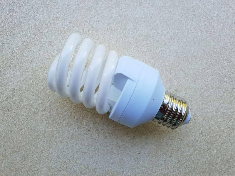 Разбилась галогеновая лампа. есть ли ртуть в энергосберегающих лампах. это нужно знать