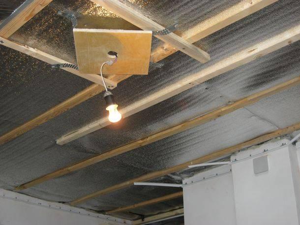Установка светильников в натяжной потолок своими руками: как монтировать, как крепить к потолку, как провести проводку под каждую лампу и на что обращать внимание при монтаже?