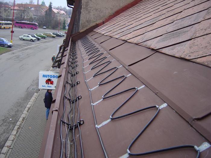 Греющий кабель для крыши и водостока: как правильно выбрать и установить?
