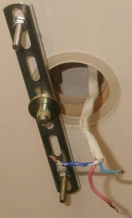 Как крепить люстру к натяжному потолку: монтаж, крепление, как подвесить и прикрепить светильник, как повесить основание для потолочной люстры, как прикрутить крепеж