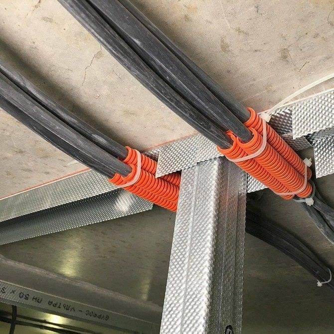 Прокладка кабеля в гофре: как протянуть кабель через гофру