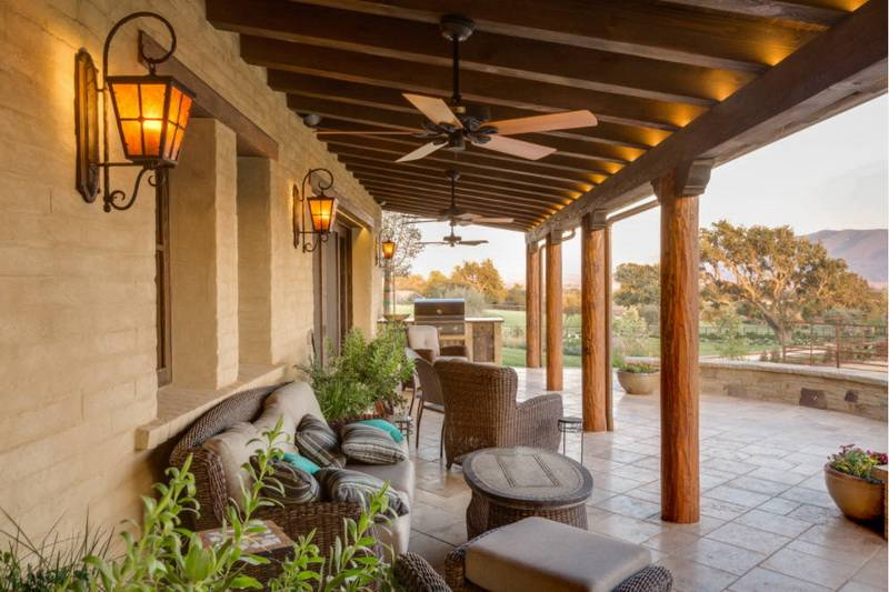Как сделать освещение на террасе или веранде в загородном доме