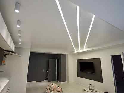 Световые линии на натяжном потолке как замена основному освещению: как их делают