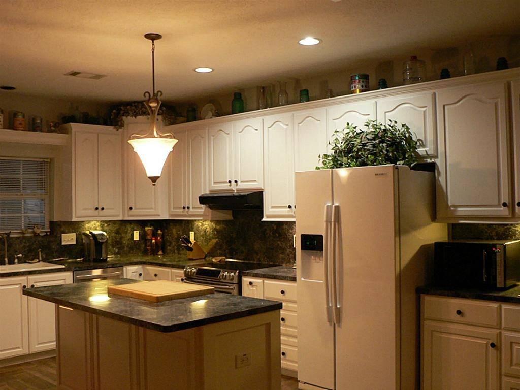 Светильники для кухни: как выбрать и купить встроенные светильники, гибкую подсветку для рабочей поверхности или маленького пространства, чем осветить над кухонным столом