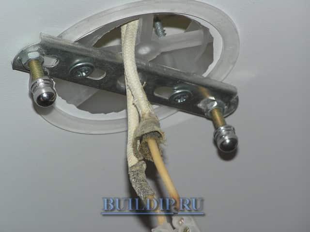 Как повесить тяжелую люстру на полок с помощью крюка или анкера