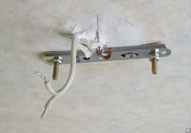 Как повесить люстру на потолок: особенности установки