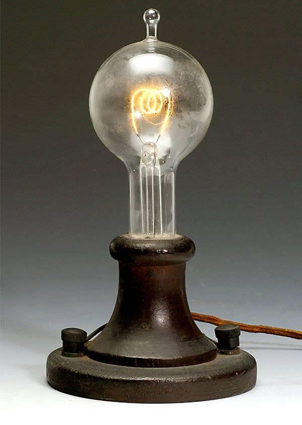 Кто изобрел первую электрическую лампочку: история, которая изменила мир