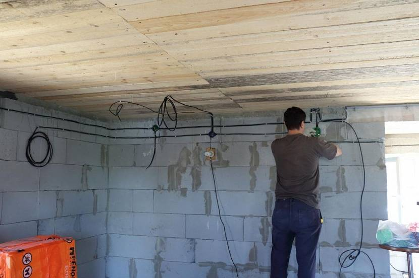 Провести электропроводку в гараже