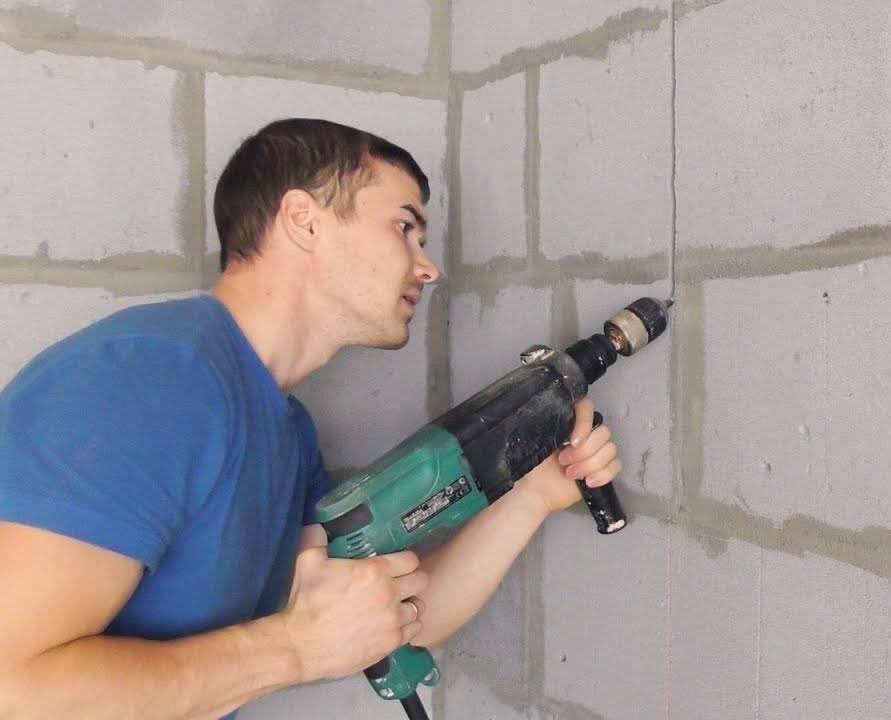 Как сделать штробу без штробореза: чем сделать без пыли, можно ли перфоратором