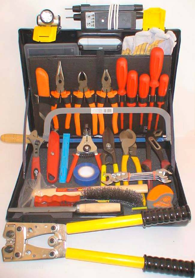 Какие инструменты нужны электрику для работы