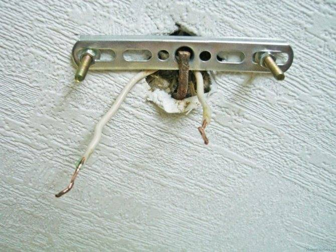 Как повесить люстру: как вешать к потолку, на крючок, как подвесить, закрепить на потолке, как правильно крепить люстру с планкой, как прикрепить без крюка