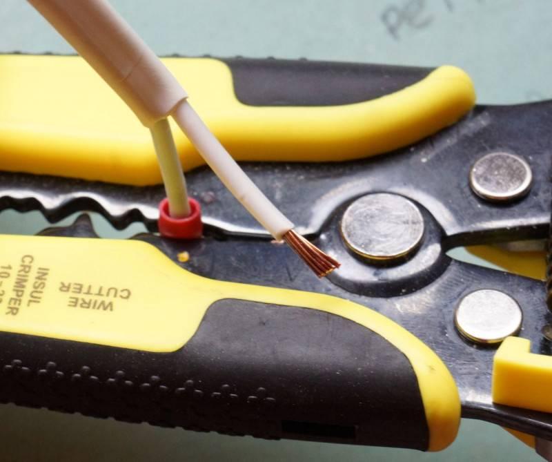 Выбор инструмента для снятия изоляции с проводов и кабелей