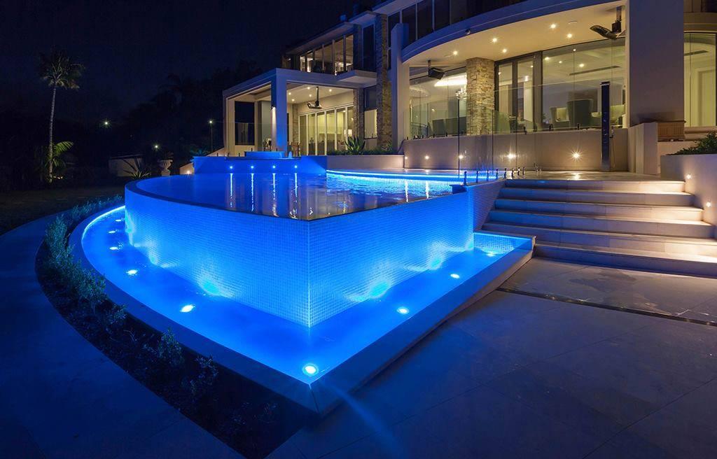 Освещение бассейна - 2 простых способа. светодиодная подсветка лентой и подводными светильниками.
