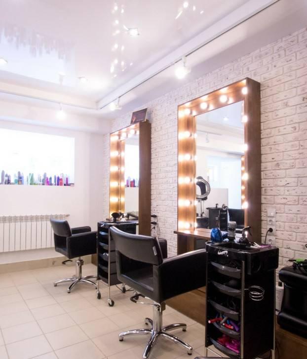 Освещение в парикмахерской: нормы, принципы, выбор светильников
