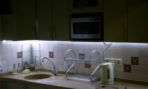 Светодиодный светильник под шкафы на кухню — подсветка рабочей зоны в помощь хозяйке