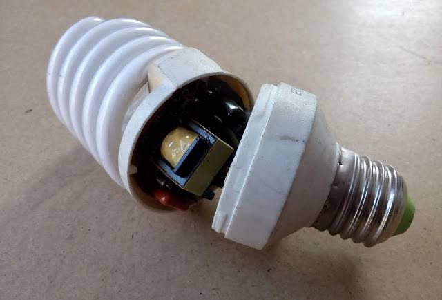 Есть ли ртуть в энергосберегающей лампе и что делать, если она разбилась?
