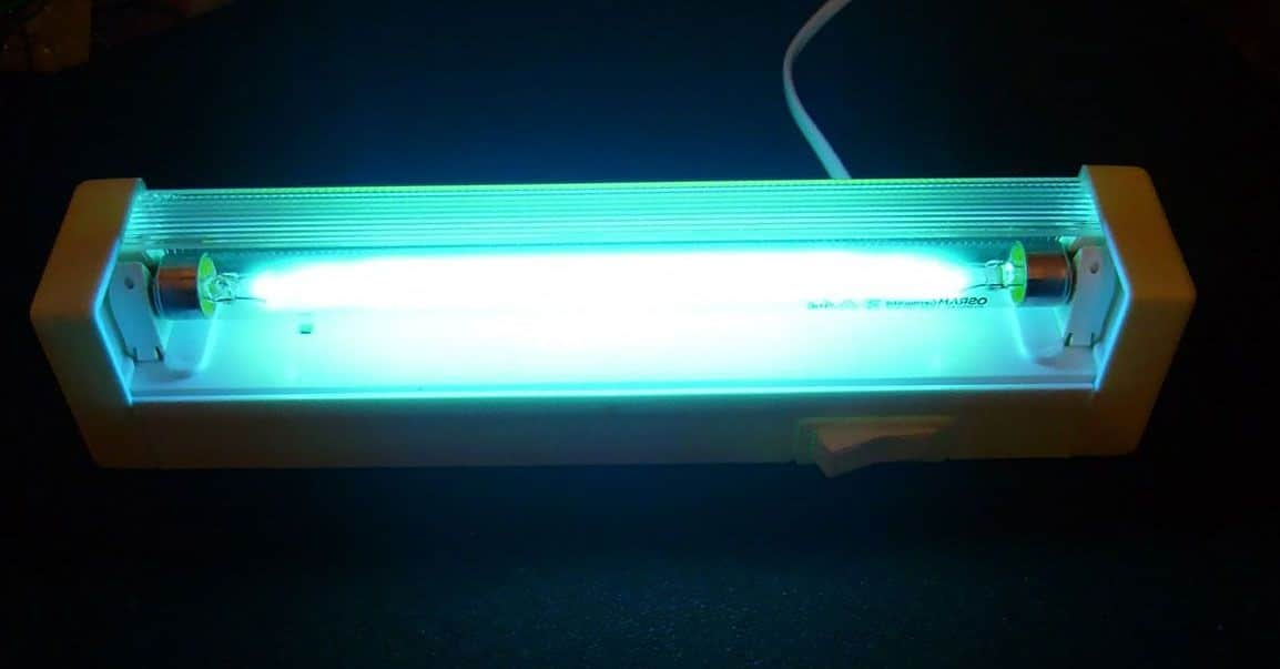 Чем полезна кварцевая лампа для дома и есть ли противопоказания
