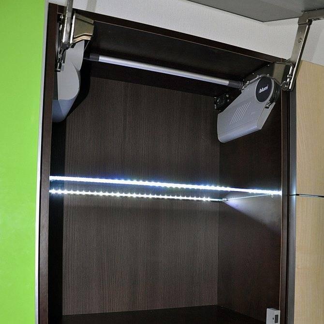 Как сделать подсветку в шкафу купе?