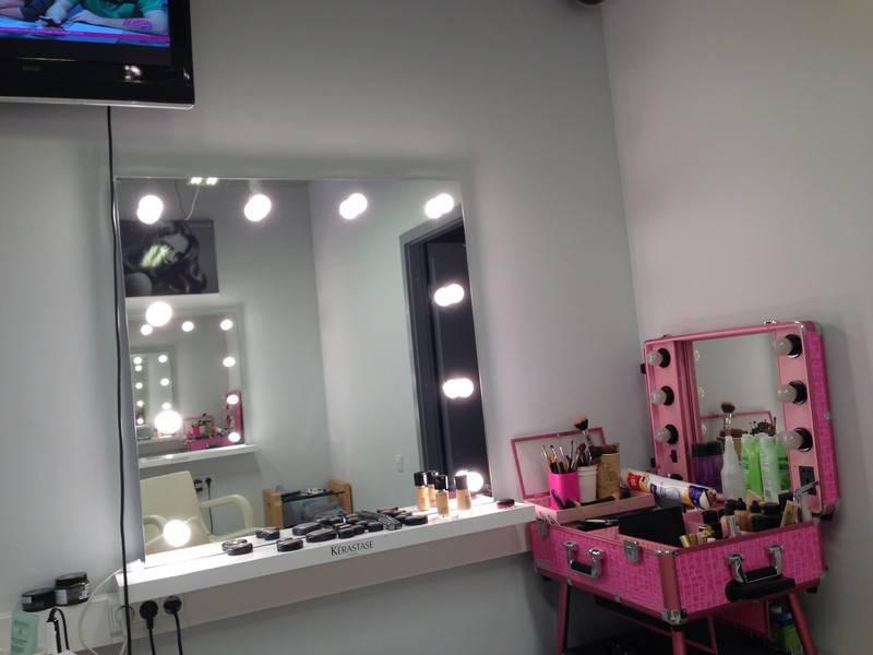Зеркало с подсветкой для макияжа: как сделать своими руками