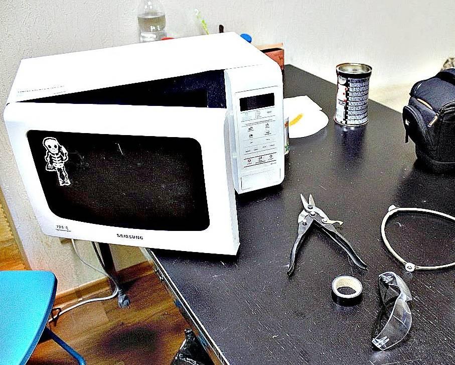 Не греет микроволновка, но работает или нет: причины