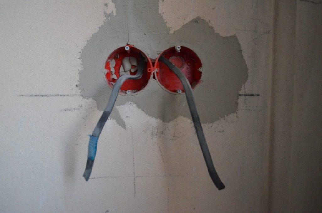Установка подрозетника в бетонную стену (видео)