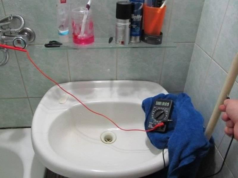 Что делать если бьет током от воды из крана