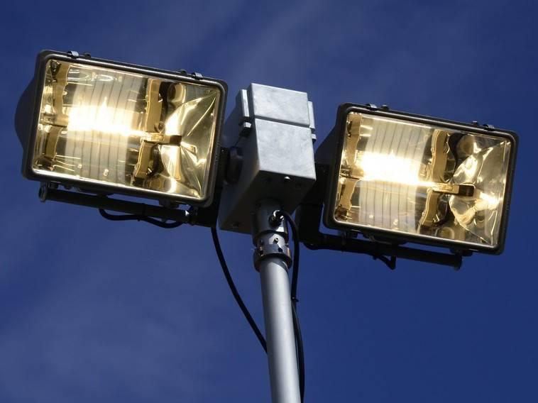 Как выбрать лучший галогенный прожектор: виды, принцип устройства и эффективность прибора