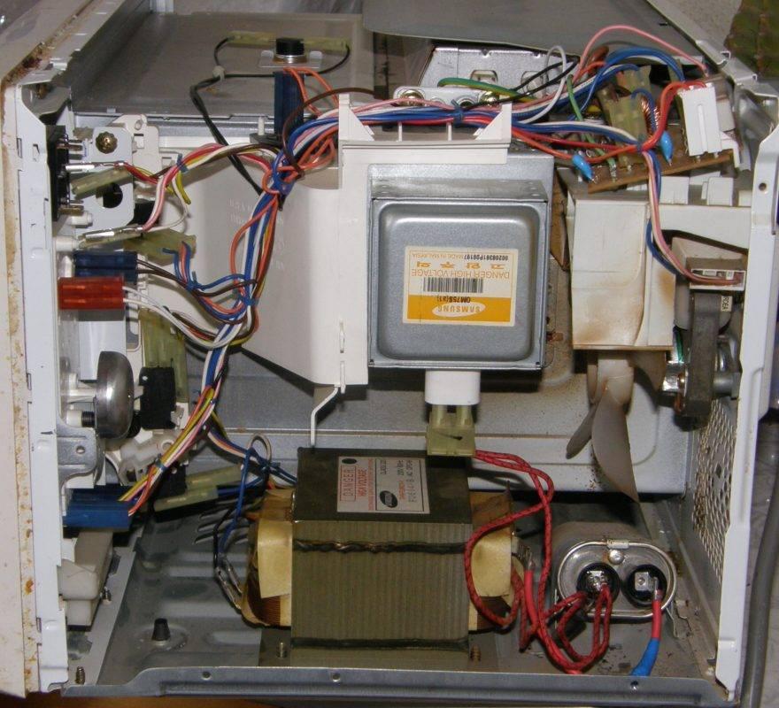 Микроволновка работает, но не греет: причины и что нужно делать