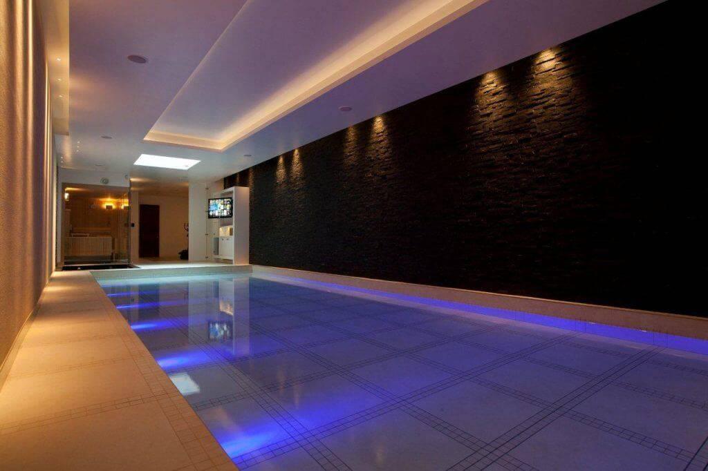 2 способа как сделать светодиодную подсветку в бассейне.