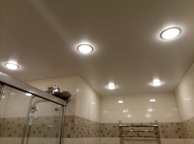 Варианты освещения комнаты с натяжным потолком: 10 способов подсветки