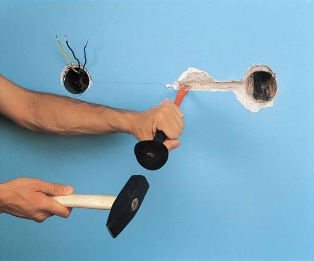 Как проштробить стену под проводку своими руками должным образом