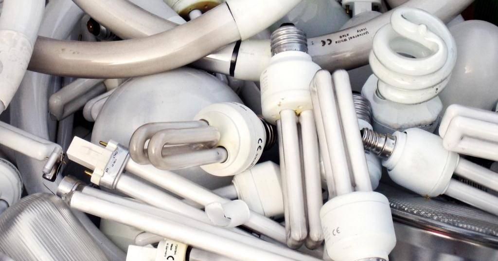 Утилизация люминесцентных ламп: порядок сбора, вывоза и методы переработки опасного отхода, куда сдать и как утилизировать в быту, утилизация светодиодных, энергосберегающих ламп