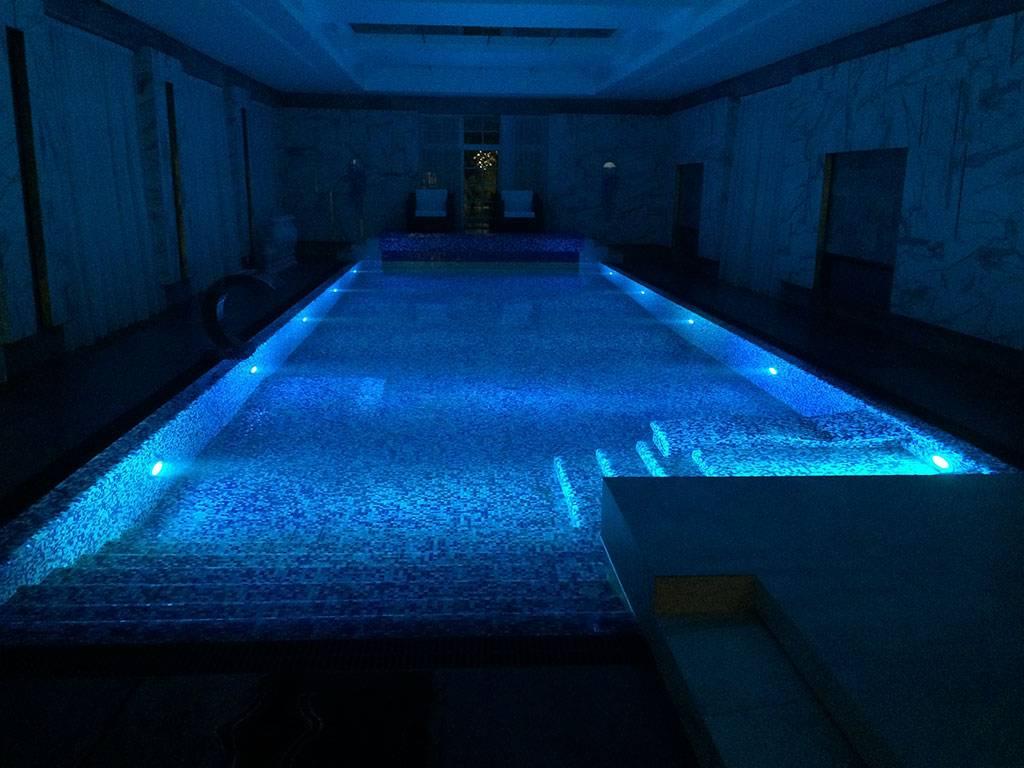 Освещение бассейна — основные способы