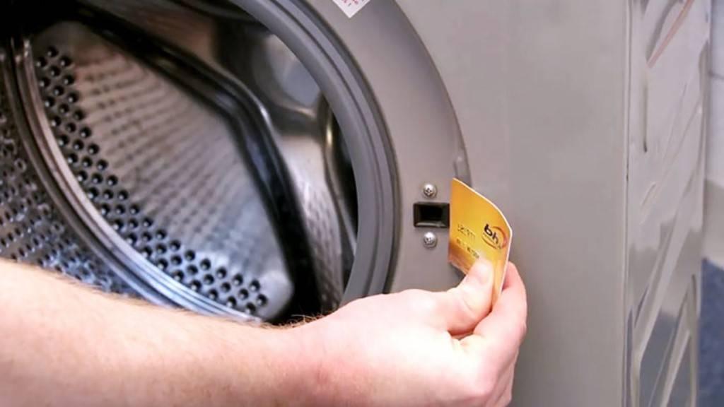 Как открыть дверь стиральной машины индезит после стирки принудительно вручную, что делать, если не открывается люк стиралки indesit?