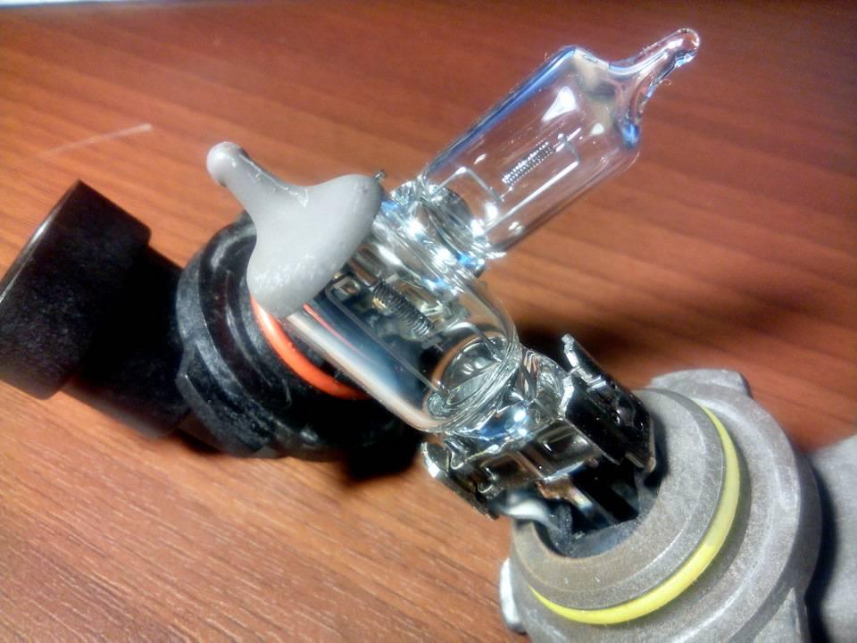 Лампы лансер 9, правильный подбор и замена своими руками