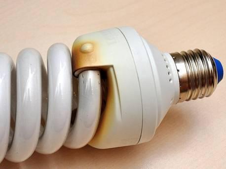 Если разбилась люминесцентная лампа: что делать и как уберечь себя