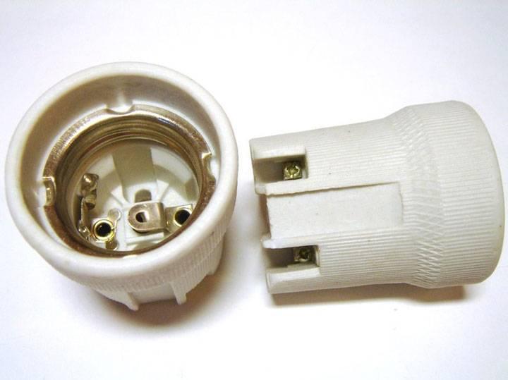 Как выполнить замену патрона в светильнике?