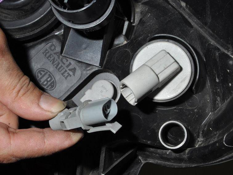 Замена ламп габаритов и поворотов на рено сандеро