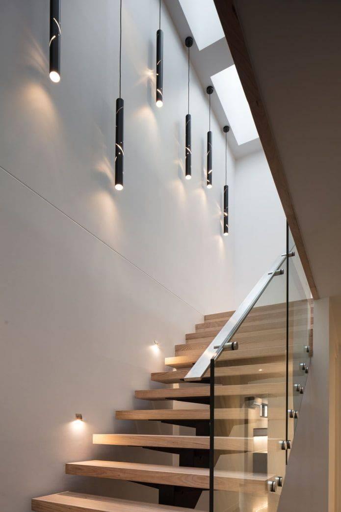 Подсветка лестницы в частном доме на второй этаж