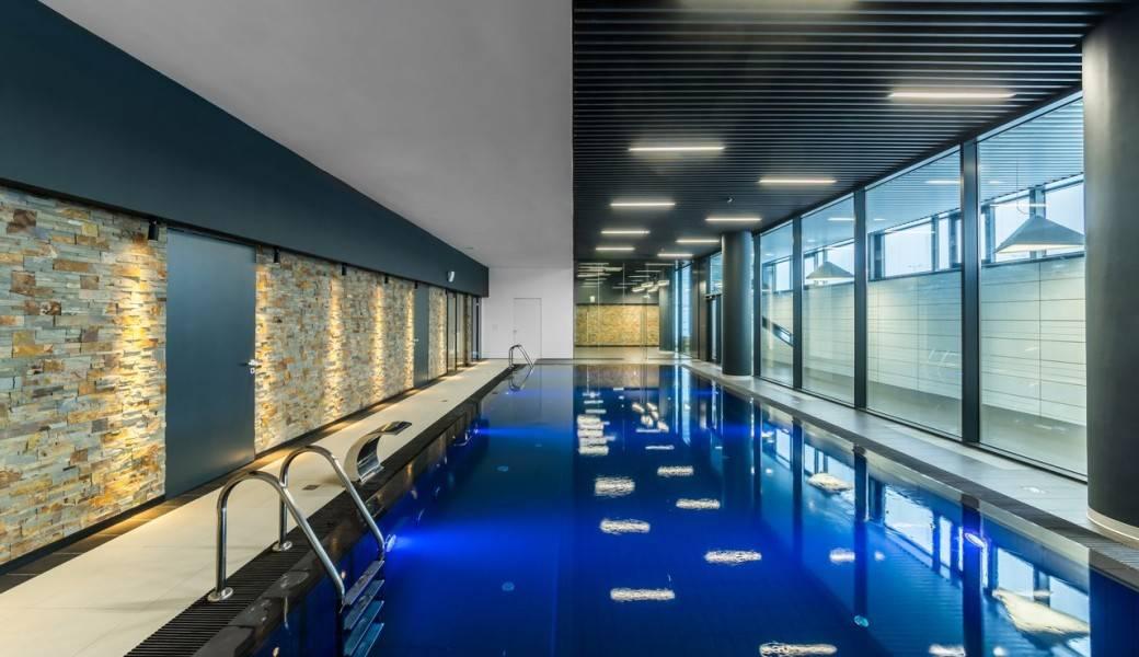 Освещение бассейна — виды и способы монтажа